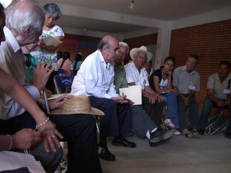 Mesa de trabaja con Luis Villoro y Gustavo Esteva en el Foro