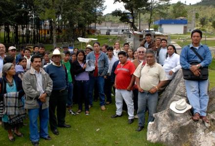 "Participantes de la convocatoria ""jTatic Samuel jCanan Lum"" frente al penal de San Cristóbal"