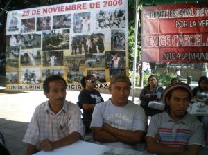 Conferencia de prensa frente al Palacio de Gobierno de Oaxaca @ SIPAZ