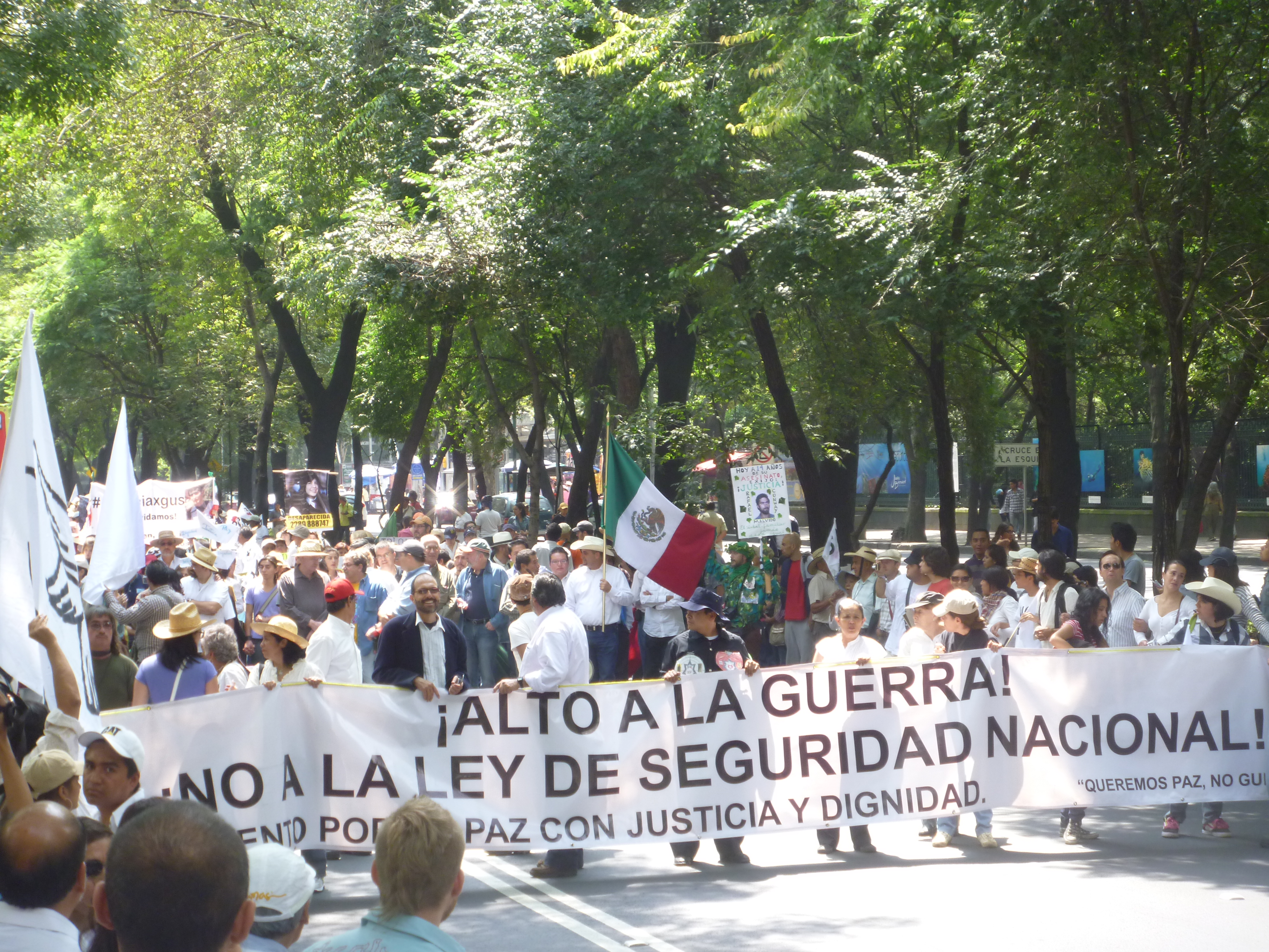 """Mexico: March """"Steps for Peace"""" 