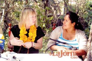 Jody Williams y Obtilia Eugenio Manuel (OPIM) Foto: La Jornada Guerrero