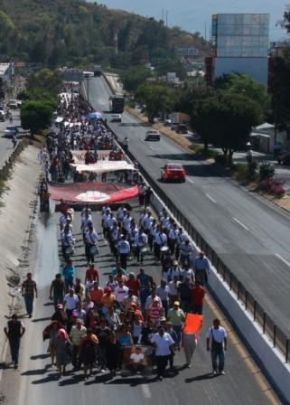 121212_Ayotzinapa_Marcha