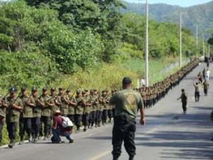 Policías comunitarias, agosto de 2012 (@La Voz del Anahuac)