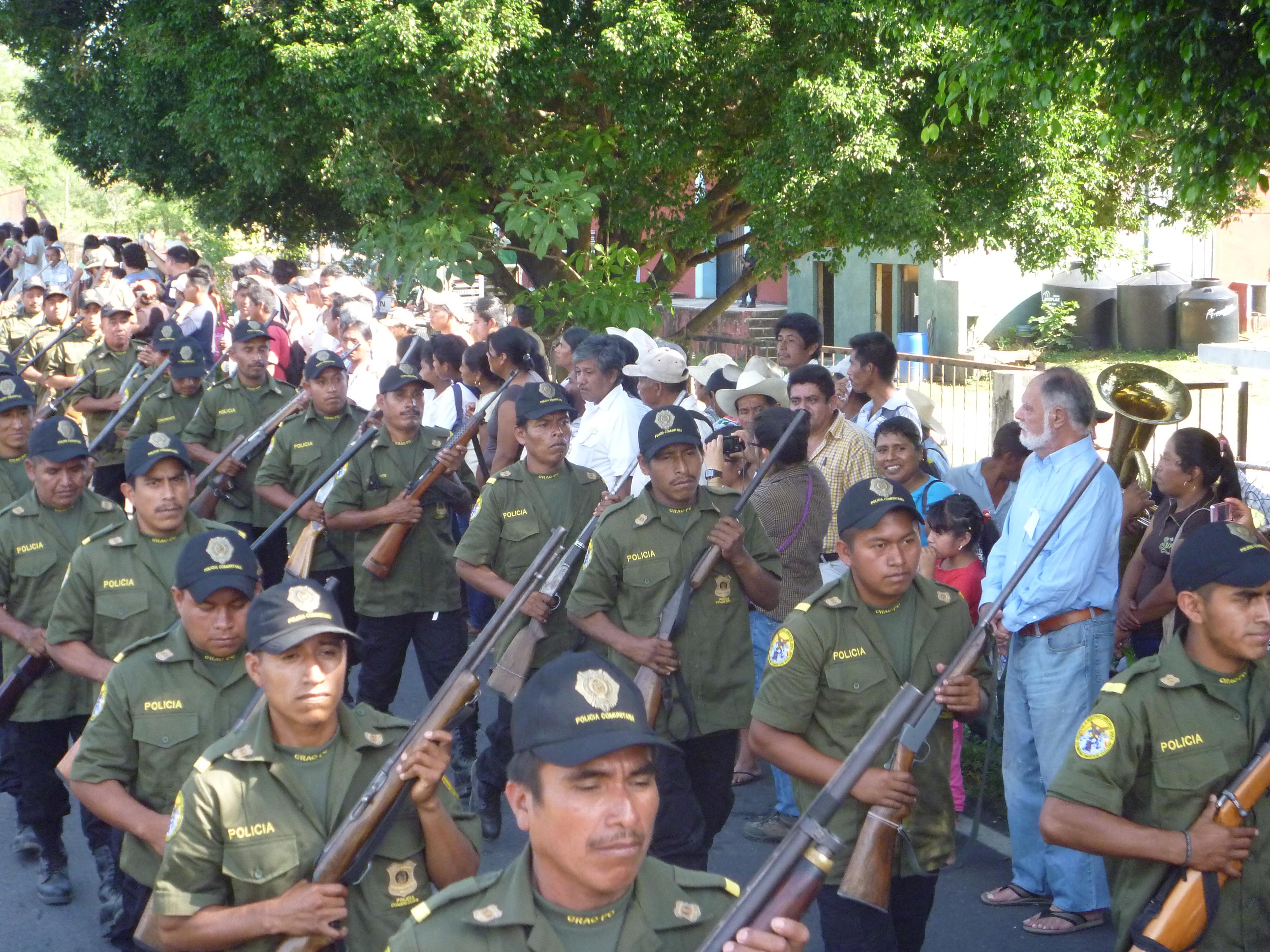 Policías comunitarios de Guerrero acuerdan no entregar armas al gobierno