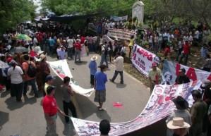 Protesta-en-Coyuca-de-Benítez-Guerrero-durante-el-aniversario-de-la-masacre-de-Aguas-Blancas-620x400