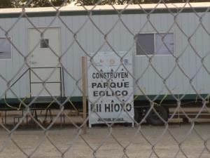 Entrada del parque eólico cercado con maya ciclónica. Foto @Tierra y Territorio