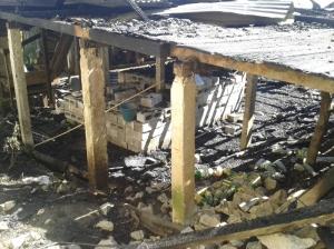 Casa de familia desplazada quemada en Colonia Puebla (@Koman Ilel)