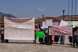 Manifestación de desplazados en San Cristóbal de Las Casas (@CDHFBC)