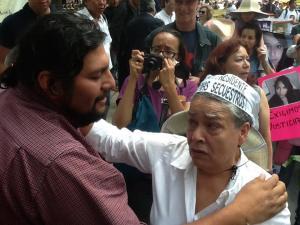 Omar Esparza con las madres de migrantes @ Brigada Solidaria