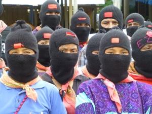 Bases de Apoyo Zapatistas en el homenaje a Galeano. Foto (@Sipaz)