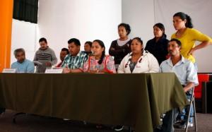 Integrantes del CECOP y Abel Barrera, CDHM Tlachinollan en conferencia de prensa. Foto (@Alina Vallejo)