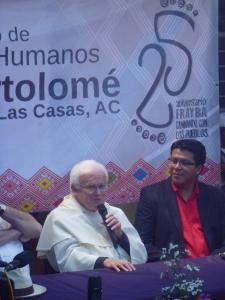 Victor Hugo López, director del CDHFBC (a la derecha) @SIPAZ