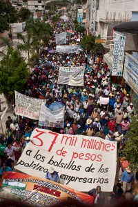 Marcha de damnificados en Tlapa (@Tlachinollan)