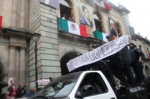 """Protesta con el lema """"Basta de política"""" @ Enfoque Oaxaca"""