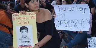 Protesta ante caso Ayotzinapa (@pocamadrenews.blogspot.com)