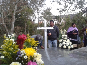 Comunidad Banavil, Tenejapa, durante el entierro @ SIPAZ