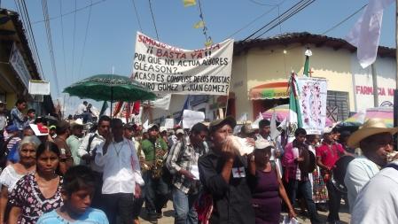 Peregrinación del Pueblo Creyente de Simojovel a Tuxtla Gutiérrez (@SIPAZ)