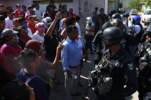 150607-Policia-Federal-invade-col-Tepeyac-Tlapa