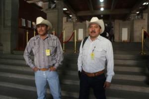 Fernando Jiménez y Mario Luna, representantes del pueblo yaqui. Foto @ Benjamín Flores