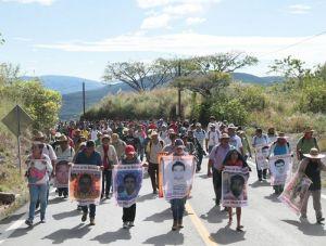 Marcha en rechazo a las agresiones a los normalistas. Foto @El Sur