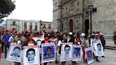 lc-marchan-padres43-avenidas-oaxaca