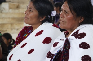 Mujeres de las Abejas de Acteal en la celebración mensual de mayo. Foto: @Las Abejas de Acteal.