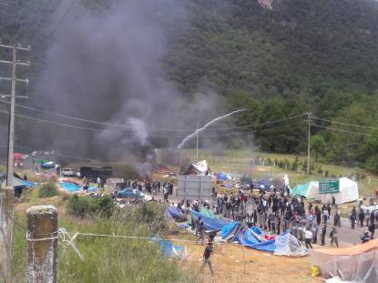 Desalojo de plantón del magisterio (Foto@ChiapasDenuncia Pública)