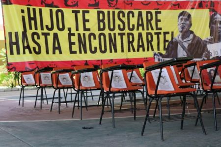 graduacion-ayotzinapa.jpg_1523629909