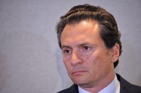 CIUDAD DE MÉXICO, 17AGOSTO2017.- Emilio Lozoya, ex director de PEMEX, en compañía de sus abogados Javier Coello Trejo y Javier Coello Zuarth, ofreció una conferencia para hablar sobre los señalamientos de que recibió sobornos de la empresa brasileña Odebrecht.FOTO: DIEGO SIMÓN SÁNCHEZ /CUARTOSCURO.COM
